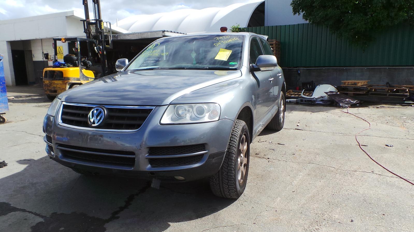 View Auto part Left Guard Volkswagen Touareg 2004